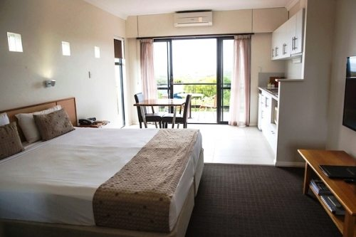 Combo Suites - 2 Bedroom plus Studio, sleeps 6